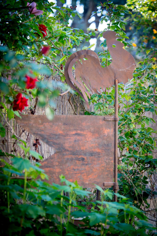 Le-Rêve-d'Aghon-chambre-d'hôtes-extérieur-coq-métal